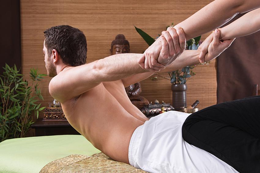 massage_850x567_thaiyoga1